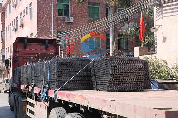 珠三角钢筋网片厂家--东莞旭邦五金钢筋网生产现场实拍